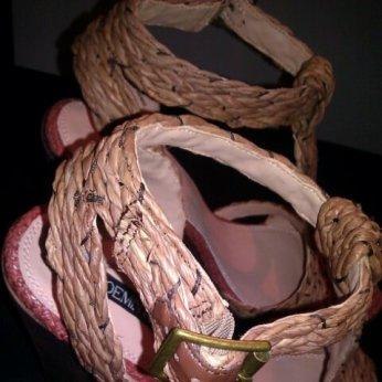 shoe_detailing